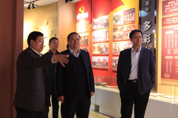 青海煤炭地质局张强骅局长一行赴我公司交流工作